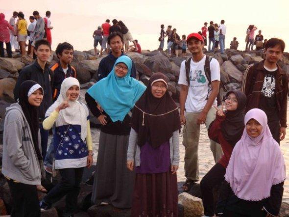 BPH 2009. Yang cowo dari kiri ke kanan: Said, Anggi, Husen, Bil, Eka. Yang cewe dari kiri ke kanan: Dyar, Athia, Hapi, Diah, Echi, Cita.
